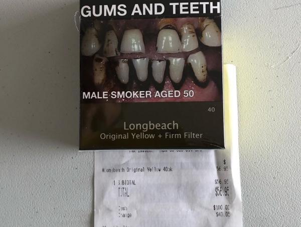 Австралия для некурящих. Старушка показала, что можно купить вместо пачки сигарет, и людям не верится