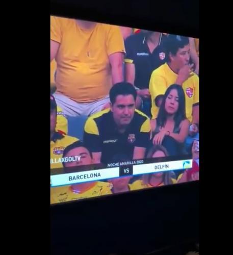 Поцелуй пары на матче попал на большой экран, и реакция парня - огонь. В ней вся мужская боль (и капля страха)