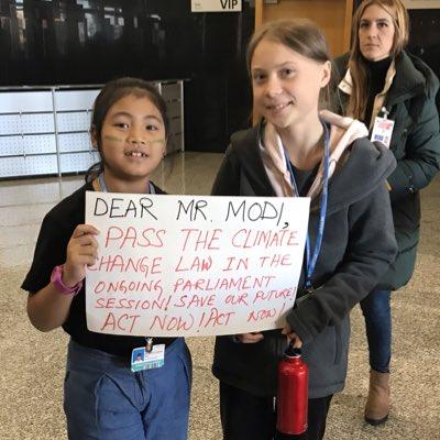 Школьница топила за климат, а стала индийской Гретой Тунберг. И теперь экология подождёт, ведь слава важнее
