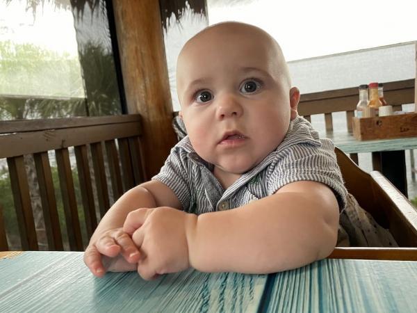 Малыш расплакался, но у родителей было тайное оружие против слёз. И теперь вы знаете кто скоро получит Оскар