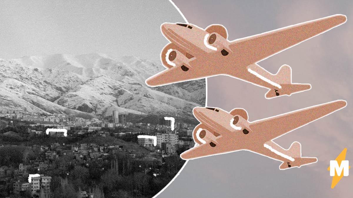 В Иране самолёт выкатился прямо на автодорогу. Пассажиры целы и здоровы, но вытаскивать их пришлось очевидцам