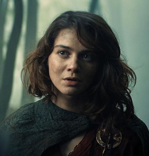 """Лютик в берете и Арагорн при дворе королевы Калантэ. Фанаты узнали, что вырезали из сериала """"Ведьмак"""""""