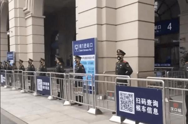 Родина коронавируса в Китае закрыта на карантин. И видео из города слишком напоминают кино об эпидемии