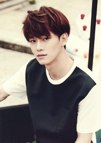 """""""Петиция на смертную казнь Чондэ"""". Чен из EXO решил жениться, и фаны вынесли ему приговор - в прямом смысле"""