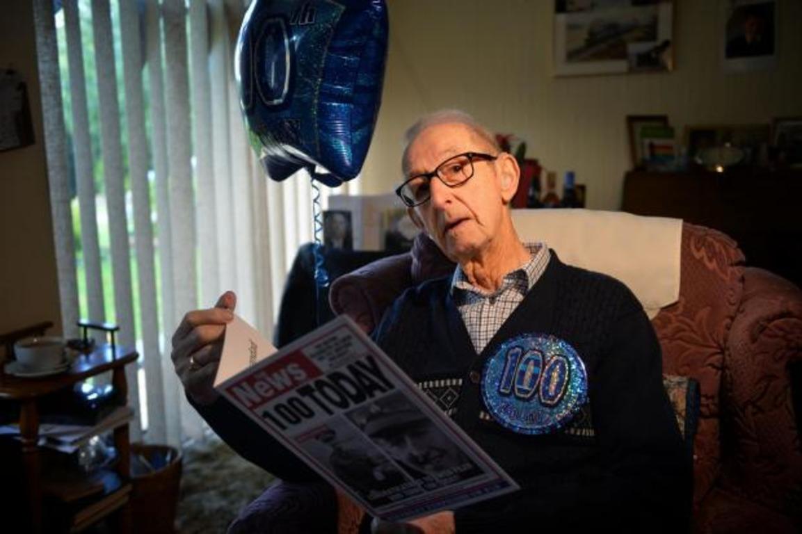 Репортёр остановил пенсионера для соцопроса, но (сильно) ошибся с его возрастом. И его легко понять
