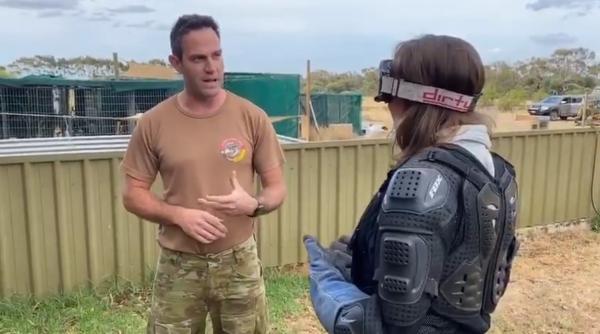 Журналистка нарядилась как спецназовец для встречи с суровым медведем. Но с ней проделали старый как мир пранк