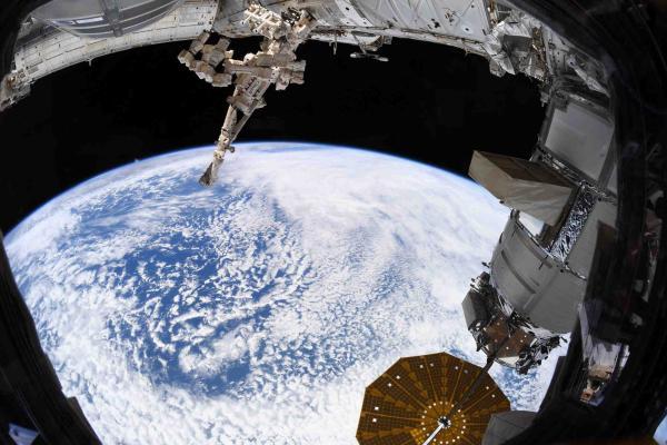 Космонавт показала фото нашей планеты с МКС, но оценили не все. У сторонников теории плоской Земли естьвозражения