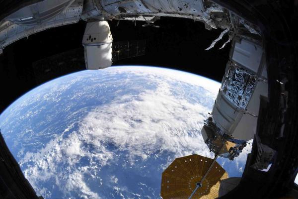 Космонавт показала фото нашей планеты с МКС, но оценили не все. У сторонников теории плоской Земли есть возражения