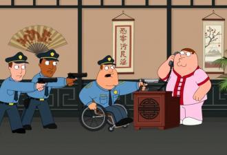 Мужчина решил, что его соседка в беде, и вызвал полицию. Но знал бы он, как ему потом будет перед ней стыдно