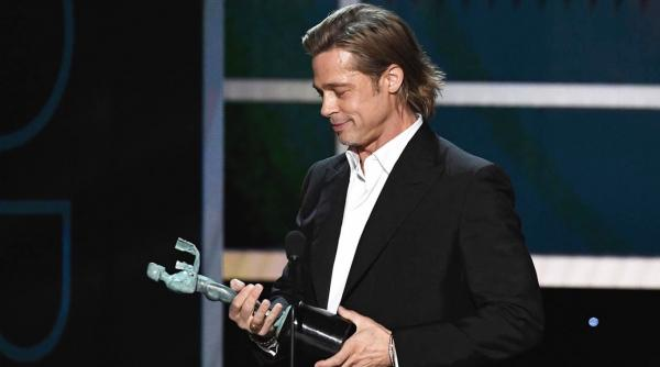 Брэд Питт получил премию Гильдии киноактёров США. И уже нашёл ей применение
