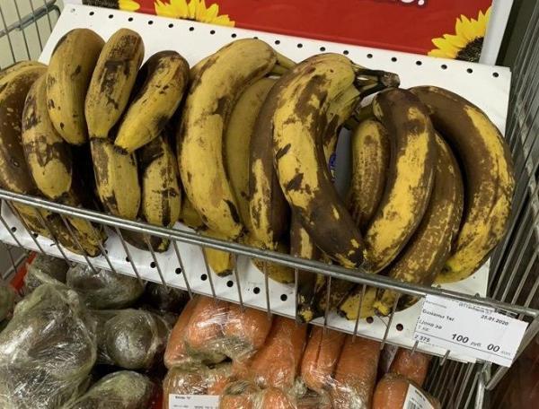 Народ нашел свои методы защиты от коронавируса. Пострадали продавцы бананов - внезапно и совершенно зря