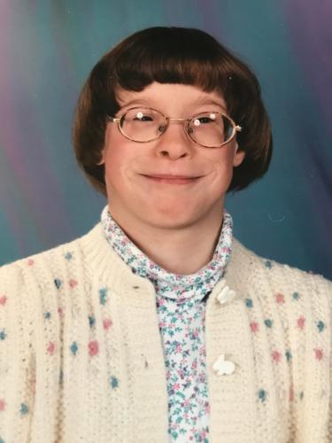 Мальчик или пожилая библиотекарша? Люди увидели снимок из девяностых, и угадать, кто на нём, просто невозможно