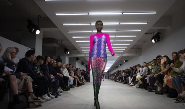 Модель покорила Лондонскую неделю моды, но не фигурой. Спасибо одной особенности, которой у людей обычно две