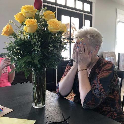 Женщина получила от мужа цветы и расплакалась, но вовсе не от умиления. Это был настоящий привет с того света