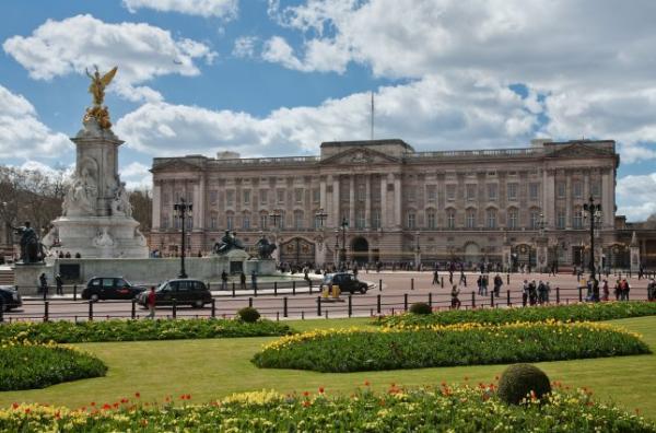 Пользователь Reddit нашёл пасхалку в Букингемском дворце через Google Maps. Но упс, она очень неоднозначна