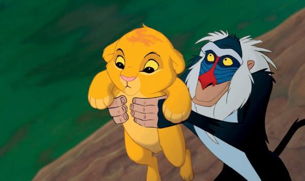 Бабуин и львёнок из ЮАР повторили знаменитую сцену из «Короля льва». Но умиляться рано - Симба в опасности