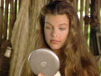 Дочки Миллы Йовович похожи на неё больше, чем она сама. Похоже, актриса размножается делением, а люди и рады