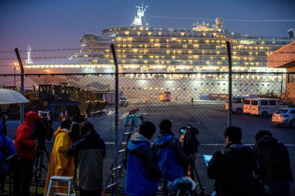 Первые два человека умерли от коронавируса на круизном лайнере Diamond Princess. Ещё два россиянина заразились