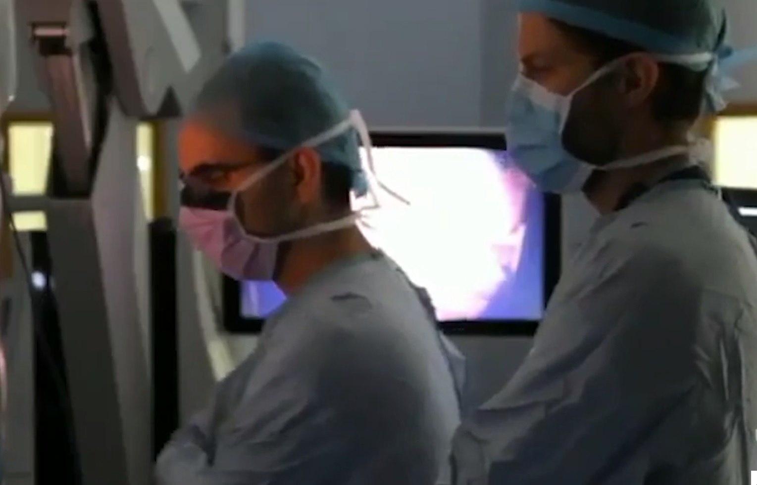 Женщина очнулась посреди операции на мозге и устроила концерт - настоящий, на скрипке. Но врачи этого и хотели