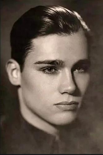 Люди увидели фото Владимира Познера в молодости и залипли. Теперь они хотят выглядеть точно так же