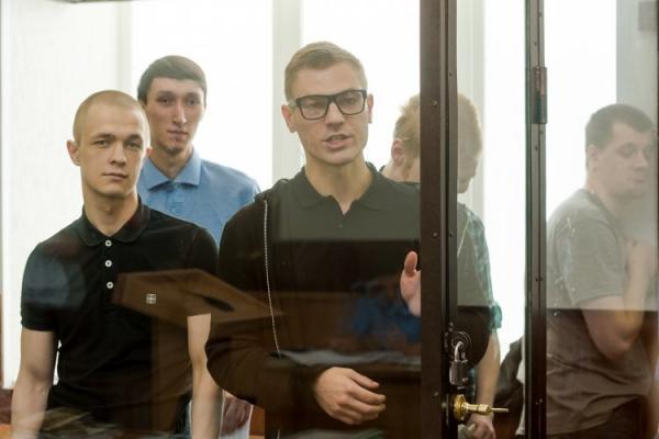 """Обвиняемым по делу """"Сети"""" вынесли приговор. Несмотря на жалобы на пытки, они получили до 18 лет колонии"""