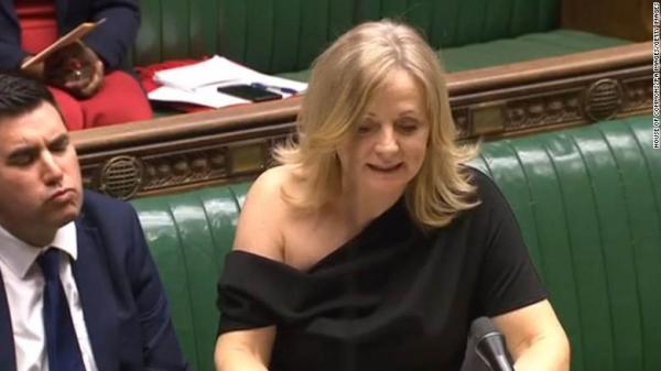 У депутата оголилось плечо на работе, и твиттер пришёл в ярость. Но женщина оказалась не робкого десятка