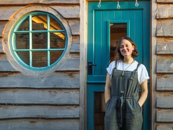 Девушка тоже может построить себе дом. Англичанка доказала это на своём примере, и мини-жилище покоряет всех