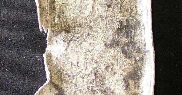 В Афинах нашли древние проклятые таблички, отравлявшие колодец. Секрет чёрной магии кроется в их составе
