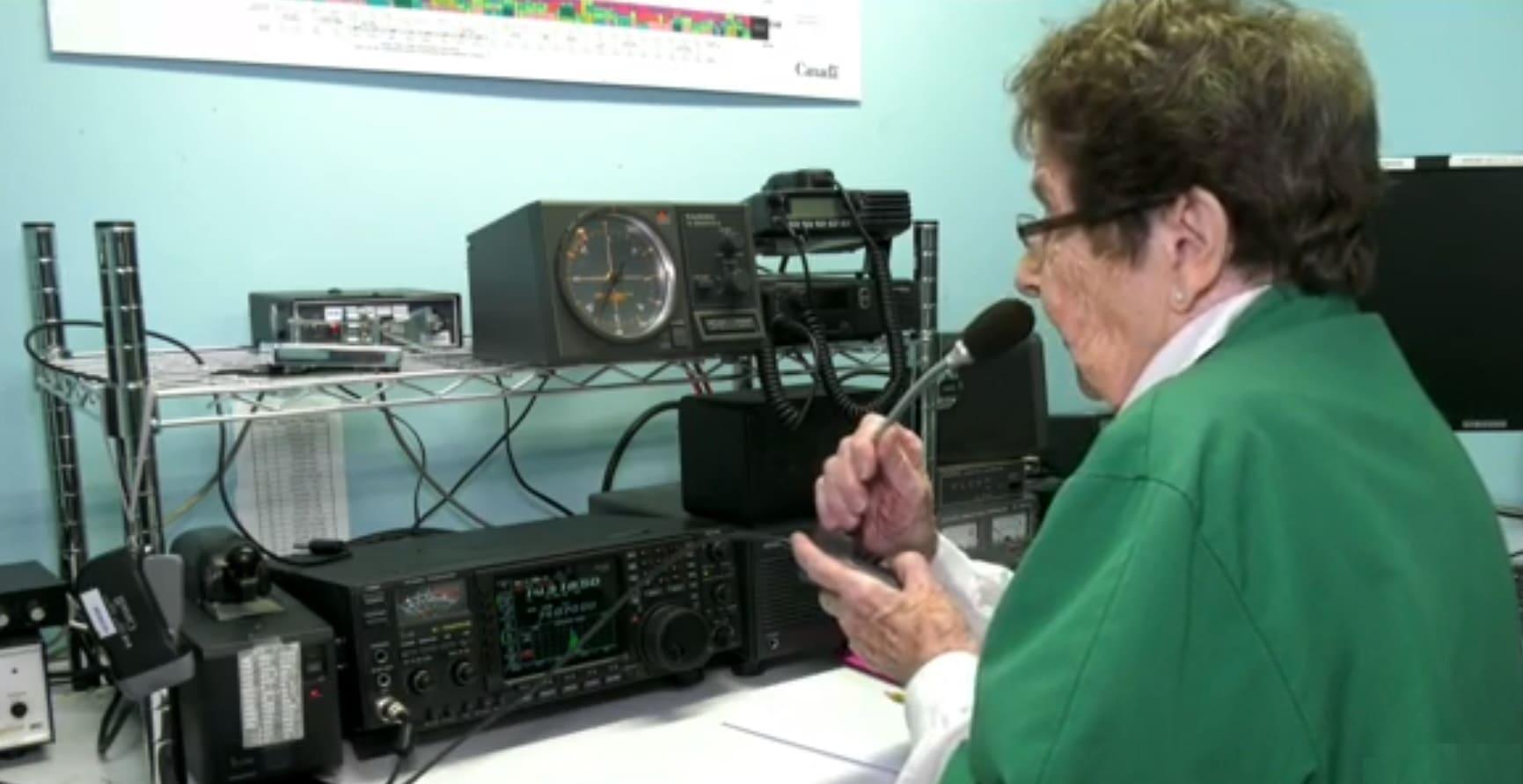 Бабуля всегда грезила наукой, а работала в теплице. Но в 96 лет мечта сбылась - она получила сигнал из космоса
