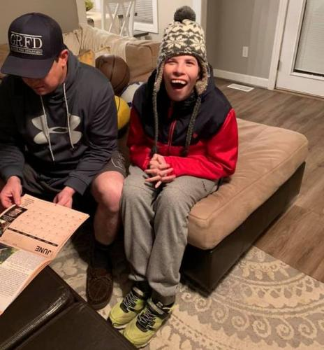Тётя парня с особыми потребностями попросила помочь с подарком юноше. Но такой реакции от людей не ожидала