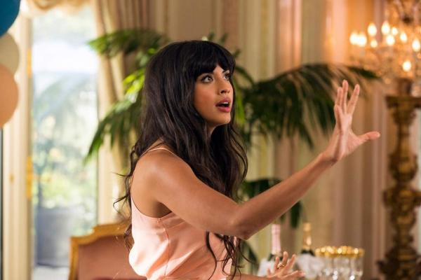 Актриса призналась в том, что она квир, но её захейтило ЛГБТ сообщество. Ведь у каминг-аута есть предыстория
