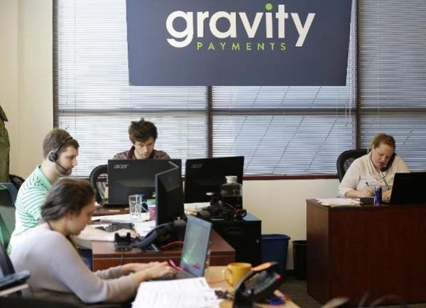 Босс компании отказался от места в Forbes ради сотрудников. Но люди видят в нём не героя, а злого коммуниста