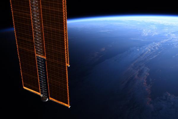 Американка Кук вернулась на землю, установив рекорд. На видео NASA она едва двигается, но восторг непередаваем