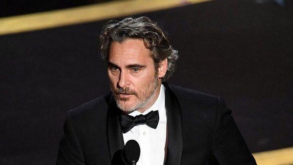 """Хоакин Феникс обрадовал фанов """"Оскаром"""", а речью - не совсем. Для одних она героическая, для других - безумная"""