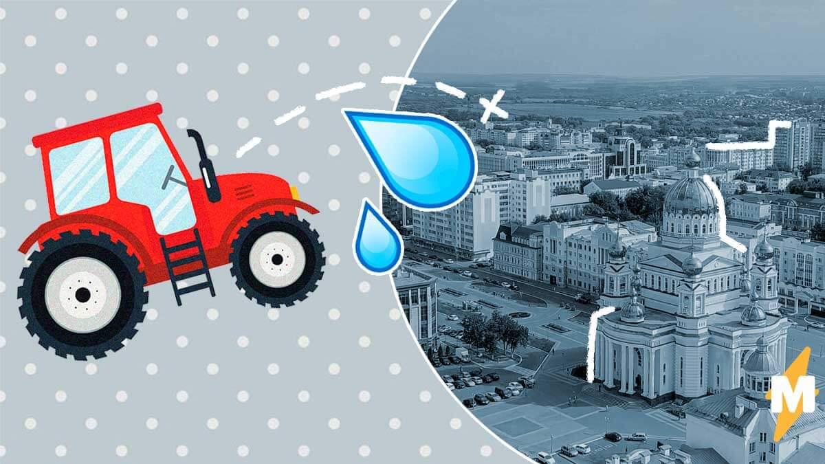 В Саранске трактор борется с лужами, весело брызгаясь в людей. Глава города успокоил - просто наступила весна