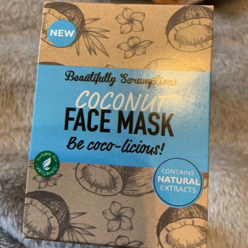 Девушка купила маску для лица и пожалела об этом. Результат был, но такой, что показывать его не хочется