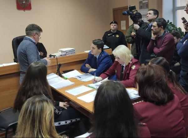 Русскую Сару Коннор вернут обратно в карантин. Суд решил, что она всё-таки может быть больна коронавирусом