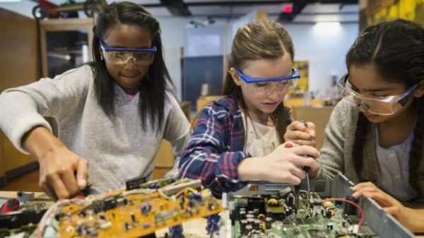 """""""Ты не похожа на программистку"""". Девушки-технари и девушки-учёные показали свои лица, ведь сегодня их день"""