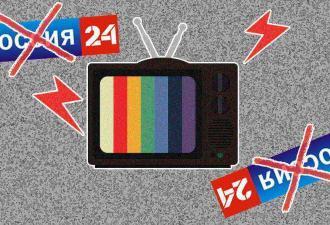 В эфире «России-24» появилась странная бегущая строка - будто кто-то пошалил с титрами. Но разгадка поэтичнее