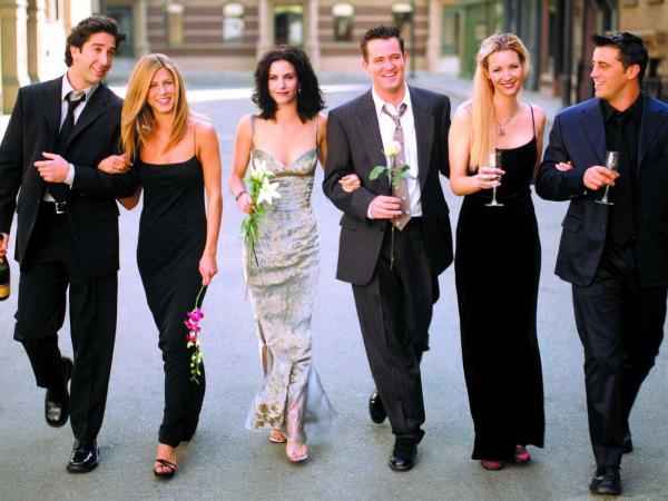 """""""Друзья"""" воссоединятся спустя 16 лет и неплохо заработают. Но не стоит ждать новую серию - речь не о ней"""