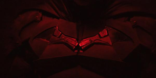 Роберт Паттинсон в образе Бэтмена предстал перед камерой в мрачном видео. Но фаны увидели в нём Сорвиголову
