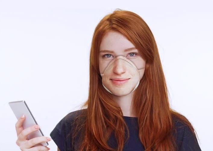 Дизайнер показала маску от коронавируса, которая способна разблокировать iPhone. И похоже, это двойной провал