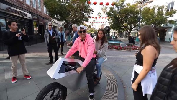 Парень сделал первый в мире Cyberbike, но вышло так плохо, что вмешалась полиция.
