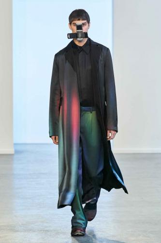 Дизайнер показал коллекцию одежды