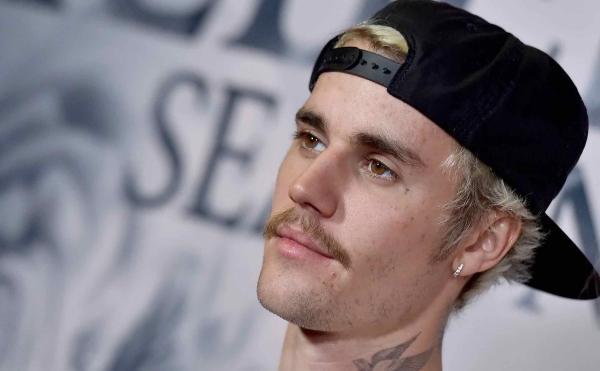 Джастин Бибер наконец-то сбрил усы. Его жена в восторге, но радость может оказаться преждевременной