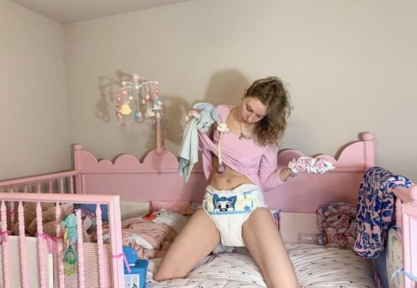 Младенец сам рассказал о тратах на свои подгузники. Ведь он взрослая блогерша со своеобразным образом жизни