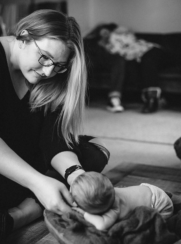 Пара пришла на фотосет с новорождённым