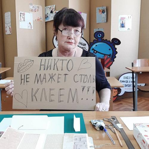 Запустили флешмоб #никтоне, где грустят из-за коронавируса