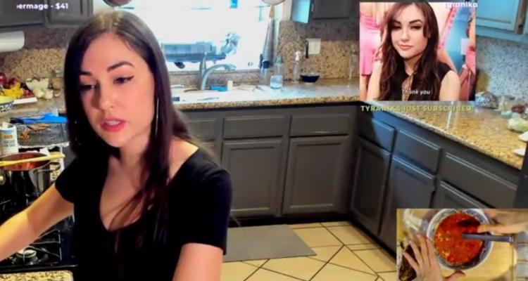 """""""Ммм... Идеально!"""" Саша Грей похвасталась своими умениями на Twitch - и речь о вкусном борще"""