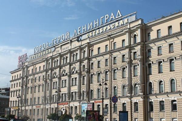 Неуловимый петербуржец пишет тысячи жалоб в год. Жители бьют тревогу: из-за них демонтируют советское наследие